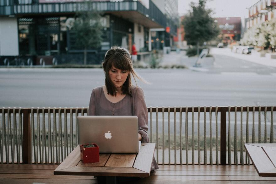 remotely-working-coffeeshop-outside