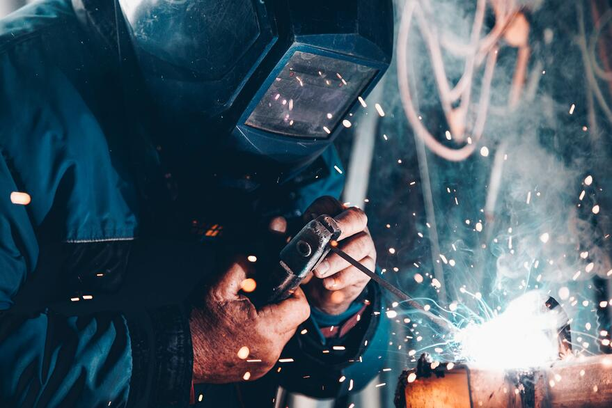 welding-manufacturing-factory-sparks